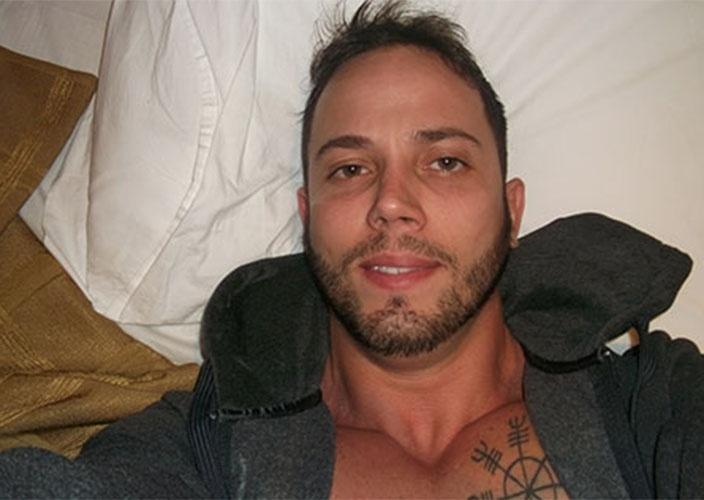 João Almeida sorri para
