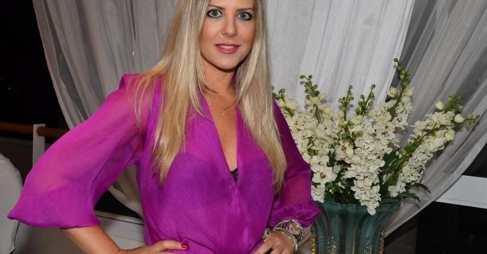 """14.jan.2014 - Iris Stefanelli convidou alguns ex-participantes para assistir à estreia do """"BBB 14"""" em sua casa, em São Paulo"""