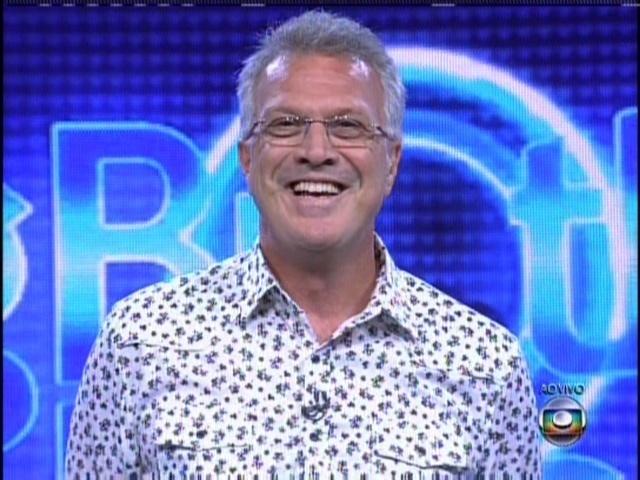 """No intervalo comercial de """"Amor à Vida"""", Pedro Bial fez a primeira aparição do BBB14"""