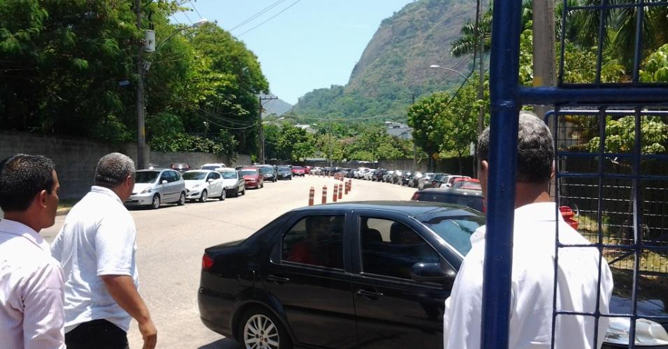 """Veja os carros que levaram os participantes para a casa do """"BBB14"""""""