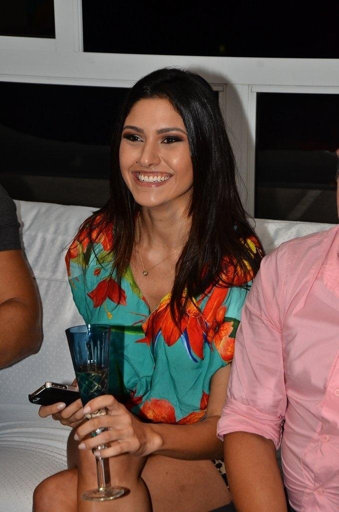 """14.jan.2014 - Tessália foi uma das convidadas de Iris Stefanelli para ver o primeiro programa do """"BBB14"""""""