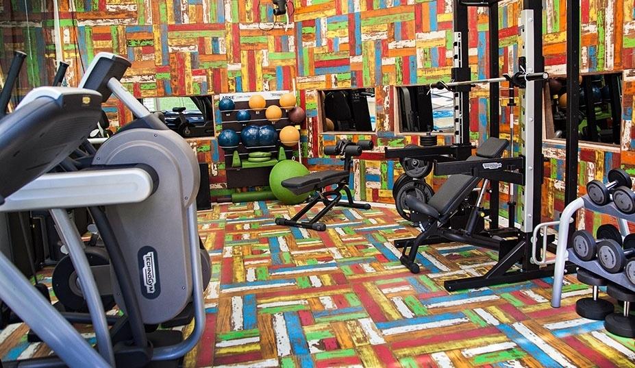 "14.jan.2014 - A academia do ""BBB14"" tem diferentes equipamentos e paredes coloridas"