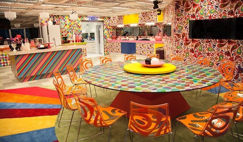 """14.jan.2014 - O piso da cozinha do """"BBB14"""" tem tons neutros para contrastar com o colorido do ambiente"""