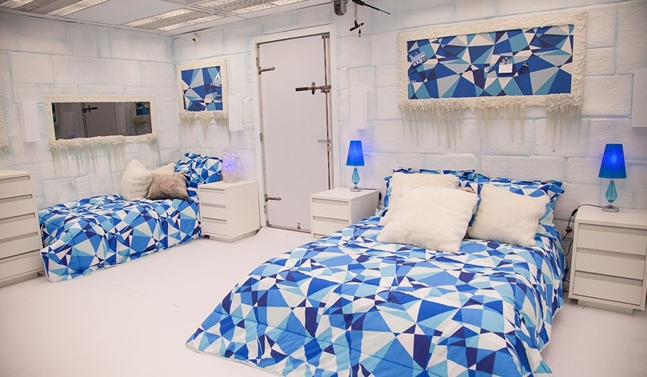 """14.jan.2014 - Os tons branco e azul prevalecem na decoração do Quarto Sibéria do """"BBB14"""""""