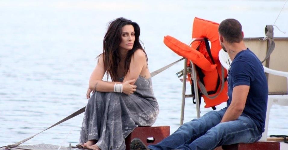 """15.jan.2014 - Cléo Pires e Cauã Reymond gravam cenas da minissérie da Globo, o """"Caçador"""", na Lagoa de Freitas, no Rio"""