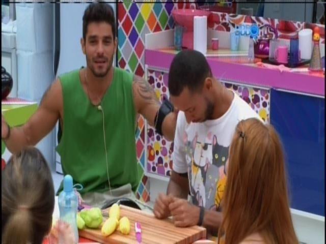 """15.jan.2014. Diego se anima com a possibilidade de aparecer em """"Amor à  Vida"""""""