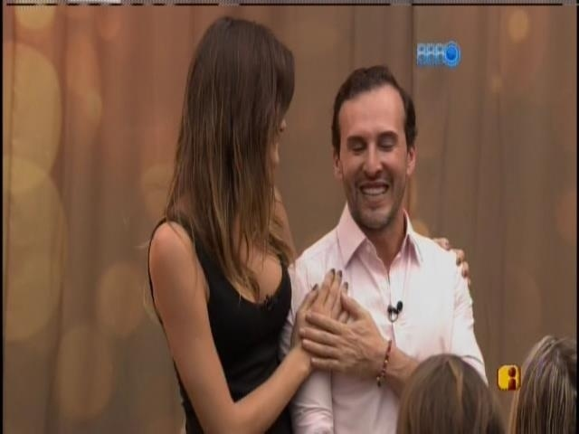 15.jan.2014.Isabeli Fontana e Marcos Proença visitam a casa