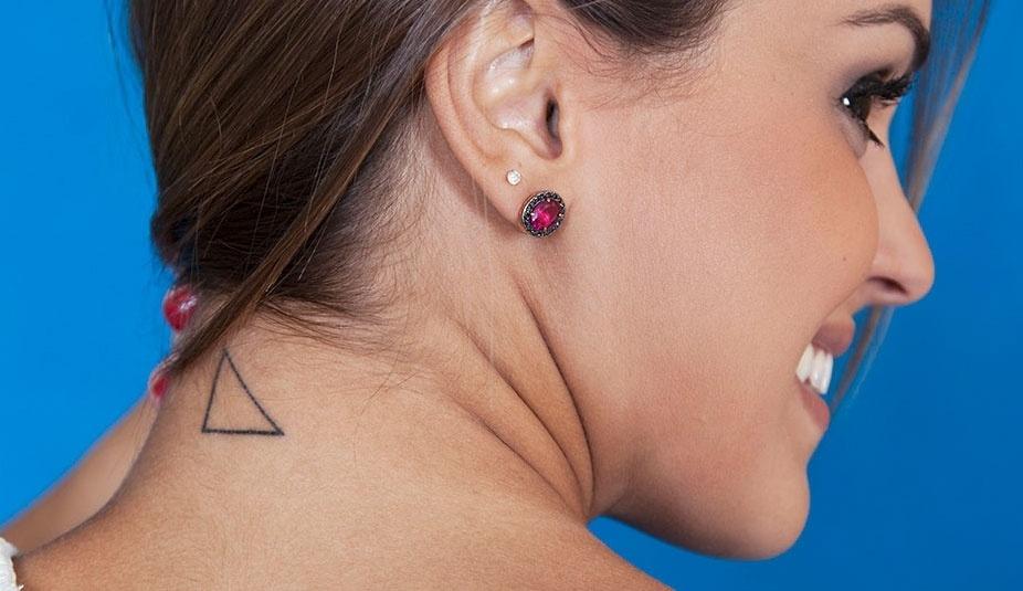Angela tem uma tatuagem que simboliza o equilíbrio e é uma homenagem à família