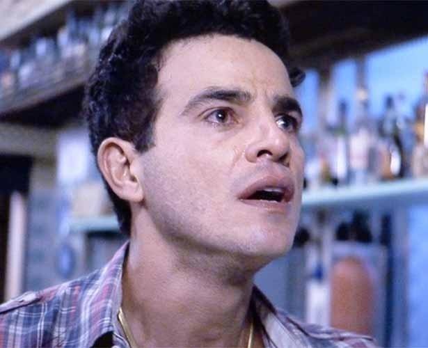 Carlito fica desnorteado ao ver Valdirene na TV