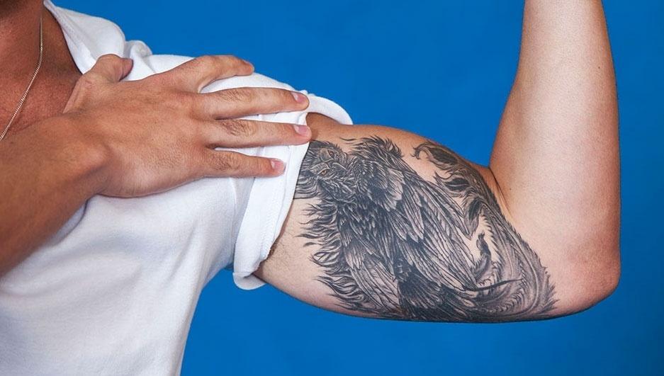 Marcelo tatuou uma fénix no braço