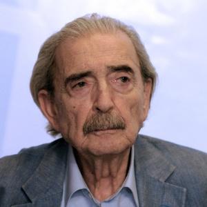 O poeta e escritor argentino Juan Gelman morre aos 83 anos - AFP