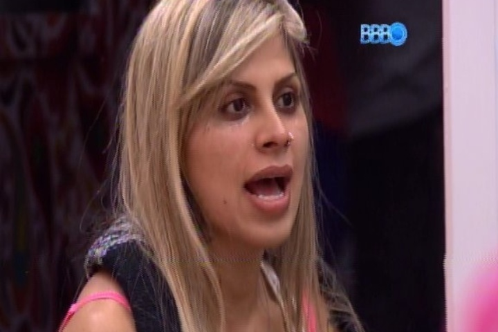 "14,jan.2014 - Vanessa Mesquita relembra ação que retirou beagles do Instituto Royal em conversa com Angela no ""BBB14"""