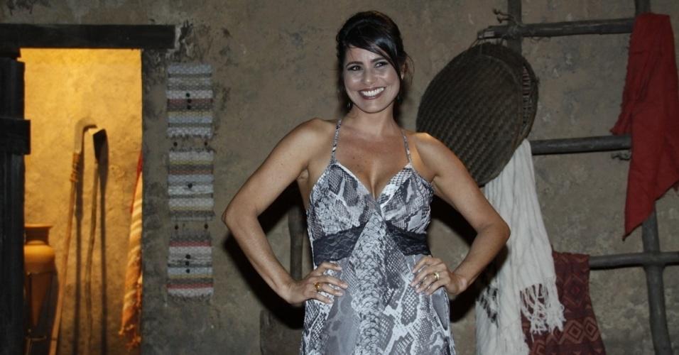 """16.jan.2014 - A atriz Valéria Alencar participa da estreia da minissérie """"Milagres de Jesus"""", da Record"""