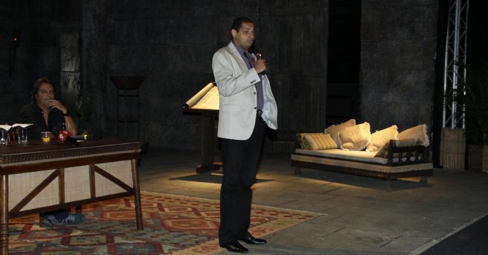 "16.jan.2014 - Diretor de ""Milagres de Jesus"", Anderson de Souza apresenta a série da Record"