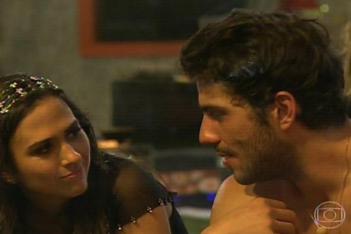 """16.jan.2014 - Em """"Amor à Vida"""", Valdirene entra na casa do """"BBB14"""". A periguete conversa com os participantes"""