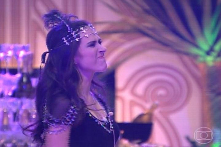 "16.jan.2014 - Em ""Amor à Vida"", Valdirene entra na casa do ""BBB14"". A periguete se diverte na casa"