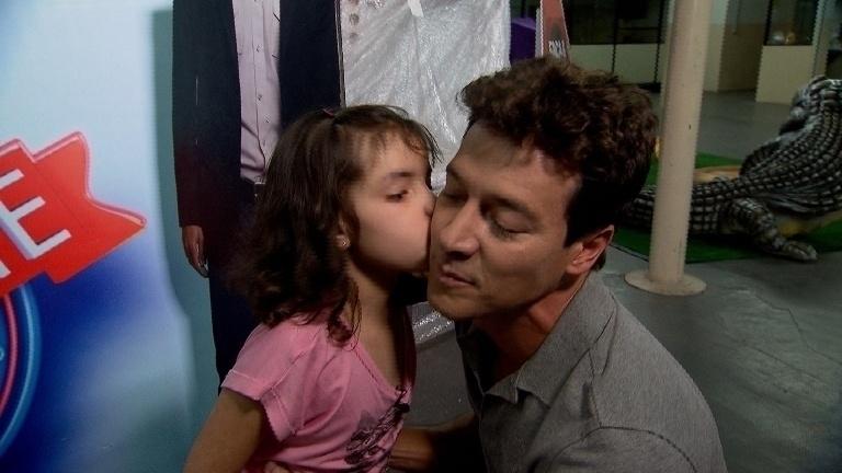 16.jan.2014 - Rodrigo Faro realiza sonho de fãs especiais em seu programa