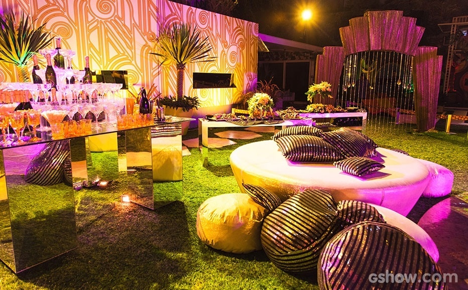 "16.jan.2014- A área externa da casa do ""BBB14"" foi toda decorada para a ""Festa Anos 20"""