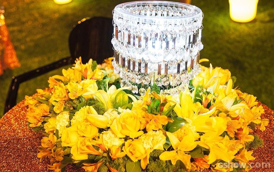 """16.jan.2014- Um porta velas de cristal também decorou a primeira festa do """"BBB14"""""""