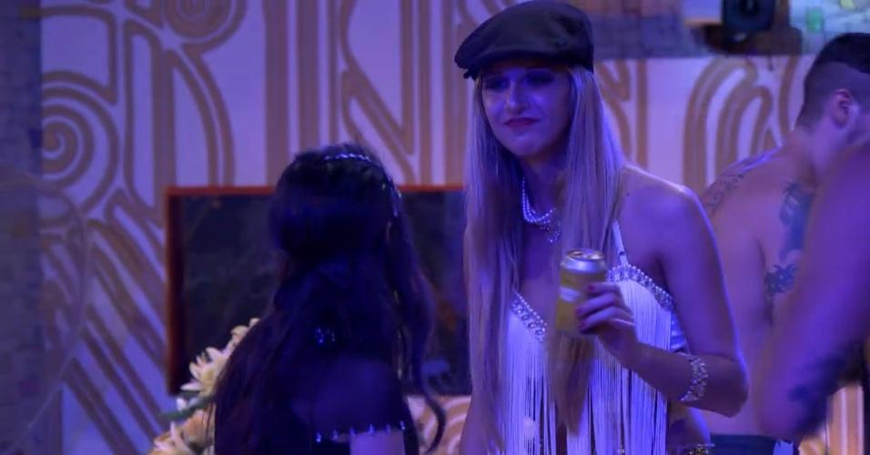 16.jan.2014- Valdirene conversa com Tatiele