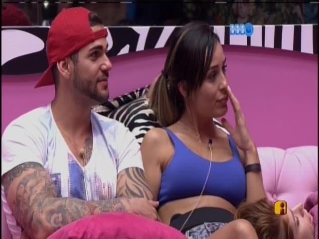 Rodrigo e Letícia conversam