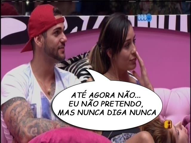 """15.jan.2014 - """"ATÉ AGORA NÃO... EU NÃO PRETENDO [BEIJAR HOMENS], MAS NUNCA DIGA NUNCA"""", Rodrigo, contando que na entrevista para o programa foi questionado se já tinha beijado homens"""