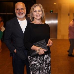 """Irene Ravache vai com o marido à pré-estreia do espetáculo """"A última Sessão"""""""