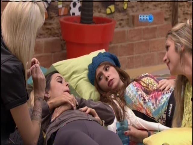 16.jan.2014- Amanda, Tatiele, Letícia e Clara falam sobre fama
