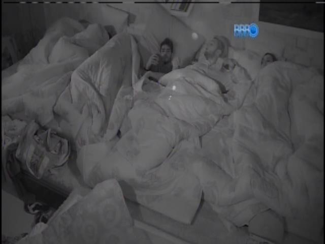 16.jan.2014- Todos dormem na casa