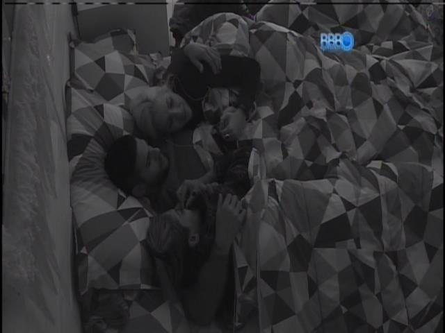 16.jan.2014. Rodrigo, Clara e Vanessa falam sobre votos