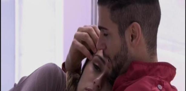 16.jan.2014. Rodrigo e Letícia fazem DR