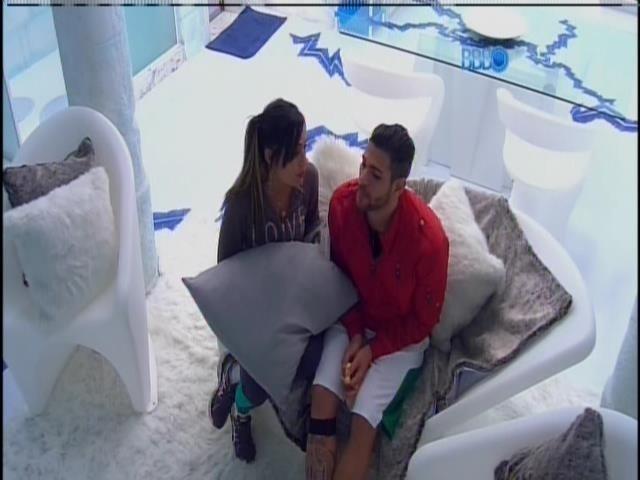 16.jan.2014.Rodrigo e Letícia fazem DR