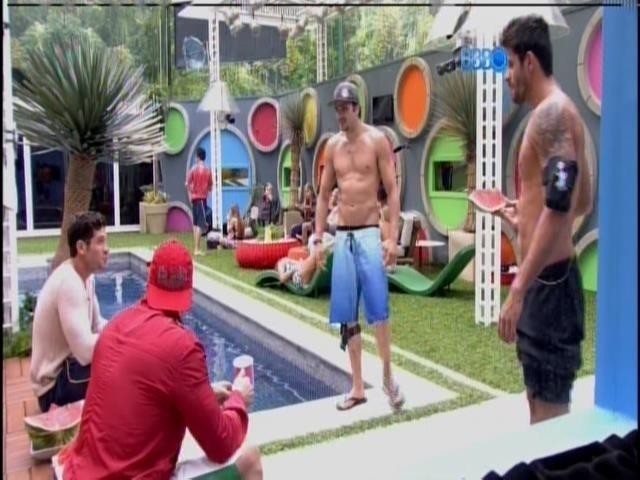 Junior, Diego, Rodrigo conversam