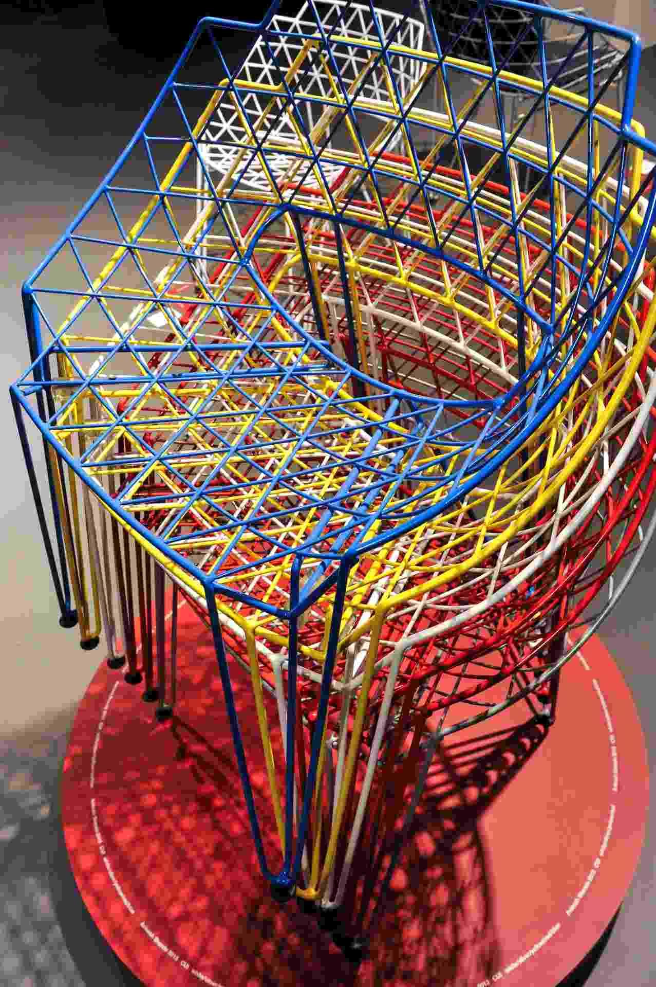 Projetada pelo indiano Avinash Shende para a alemã Wilde + Spieth (www.wilde-spieth.de), a cadeira CU! é feita de arame, em uma única peça, sem qualquer emenda. Lançada em 2013, o móvel está na lista de indicados para o Prêmio de Design Alemão de 2014 - Koelnmesse/Divulgação