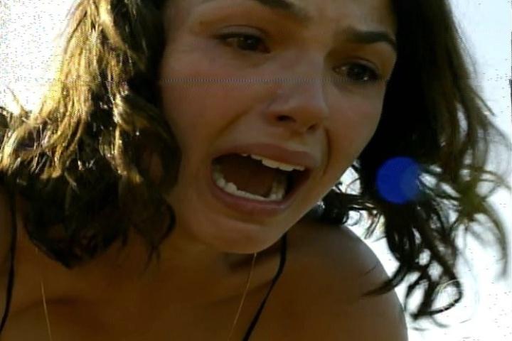 """17.jan.2014 - No último capítulo de """"Amores Roubados"""", Desnorteado com a revelação da filha de que está grávida de Leandro, Jaime se afasta e cai do penhasco. Antônia se desespera"""