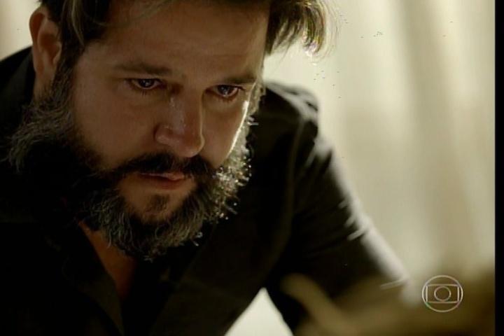 "17.jan.2014 - No último capítulo de ""Amores Roubados"", Jaime manda internar a mulher"