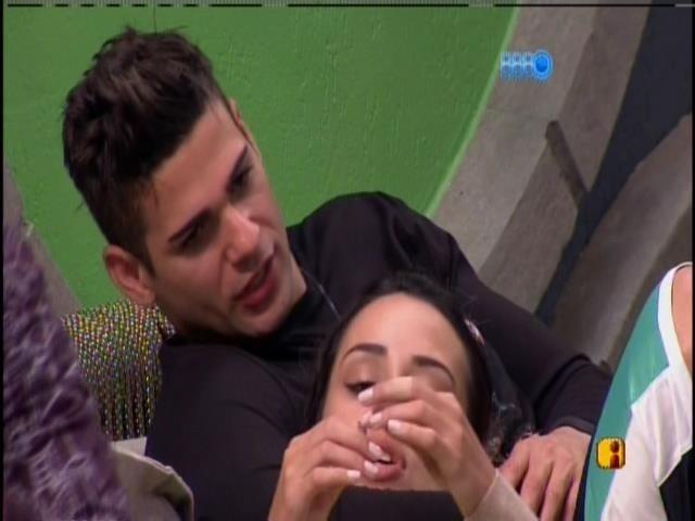 17.jan.2014. Rodrigo e Letícia voltam a conversar
