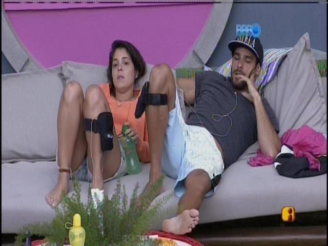 18.jan.2014 - Diego e Bella conversam na varanda