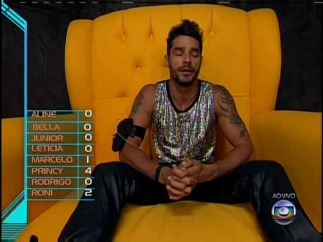 18.jan.2014 - Diego vota em Roni