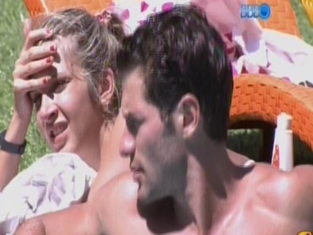18.jan.2014 - Roni e Tatiele na piscina