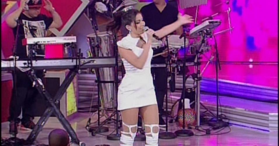 "19.jan.2014 - Anitta comandando o programa ""Sai do Chão"", na tarde deste domingo (19), na Globo"