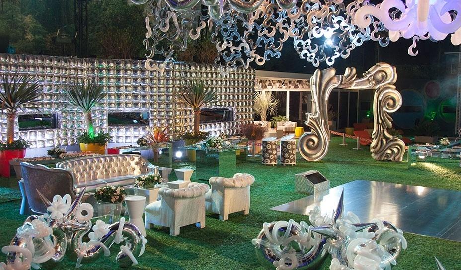 18.jan.2014 - Decoração da parte externa da casa na Festa Prata