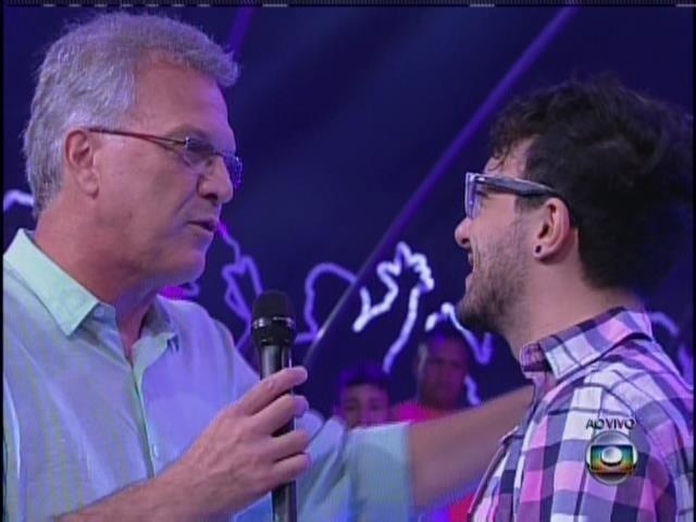 19.jan.2014 - Alisson conversa com Bial