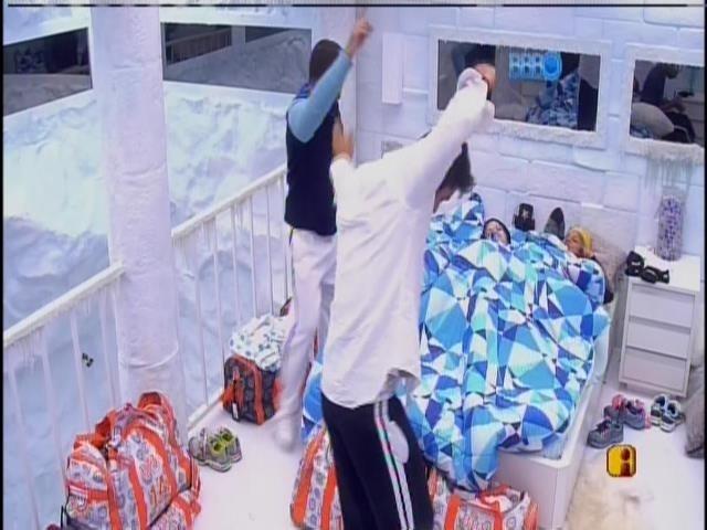 20.01.2014.Brothers acordam e se arrumam para gravar o raio-x