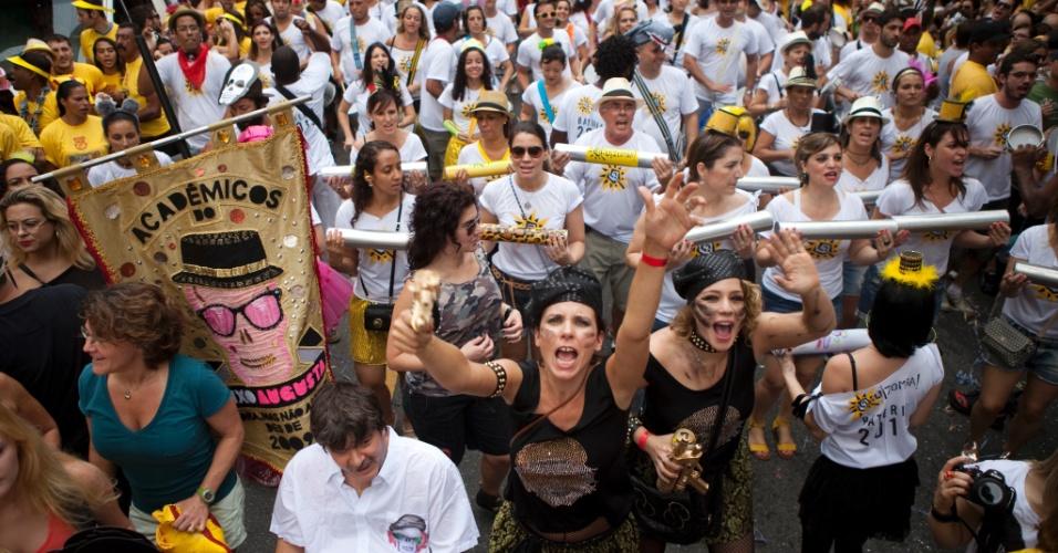 2013 - Com a presença da atriz Leandra Leal, foliões desfilam no Bloco Baixo Augusta em São Paulo, no Carnaval 2013