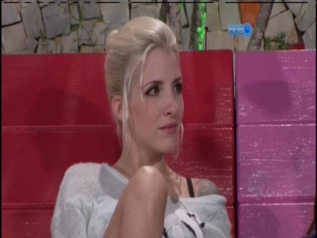 20.jan.2014 - Clara conversa com Bella
