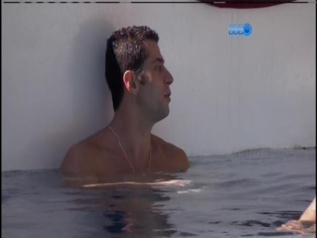 20.jan.2014 - Marcelo na piscina