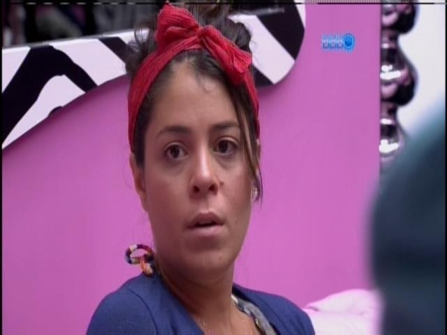 20.jan.2014 0 Bella conversa com Tatiele e Letícia sobre seu marido