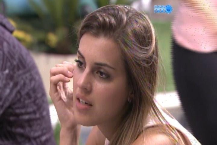 20.jan.2014 - Angela conversa com Diego sobre como deve ser formado o 3º paredão