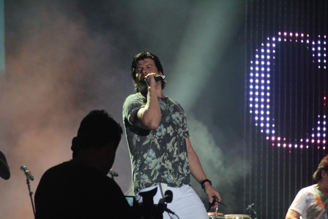 19.jan.2014 - O cantor Paulo Ricardo no show holográfico em homenagem a Cazuza na praia de Ipanema, no Rio